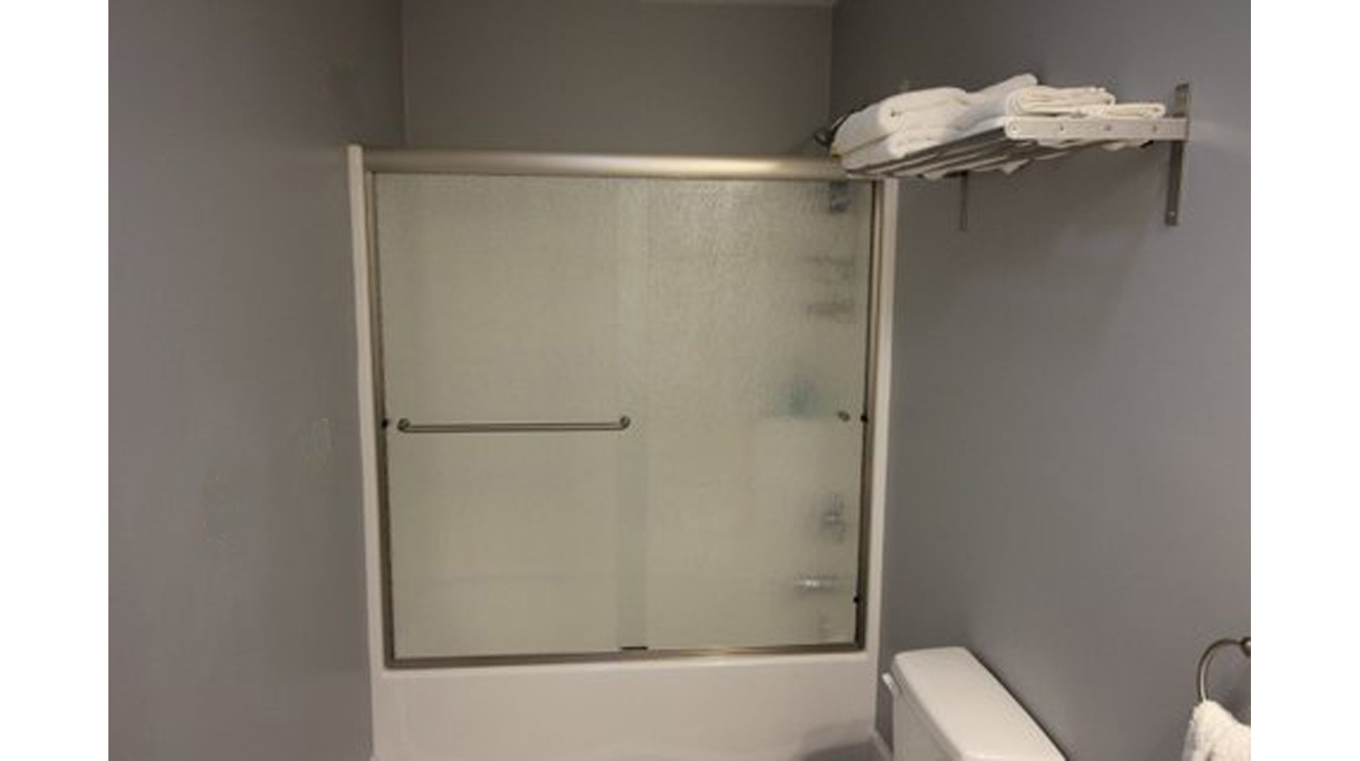 Semi-frameless sliding shower door